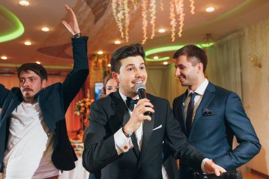 Общение с гостями на свадьбе